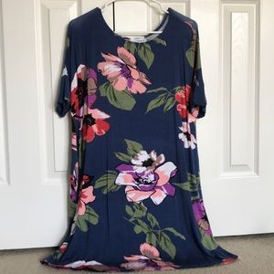 Never worn, floral dress with pockets
